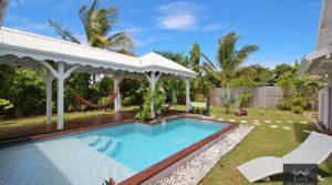 Villa de standing à Sainte-Anne avec bungalow – secteur calme